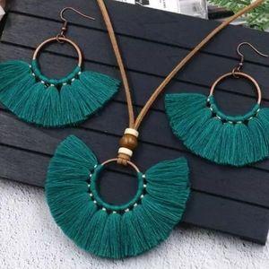Tassle necklace set